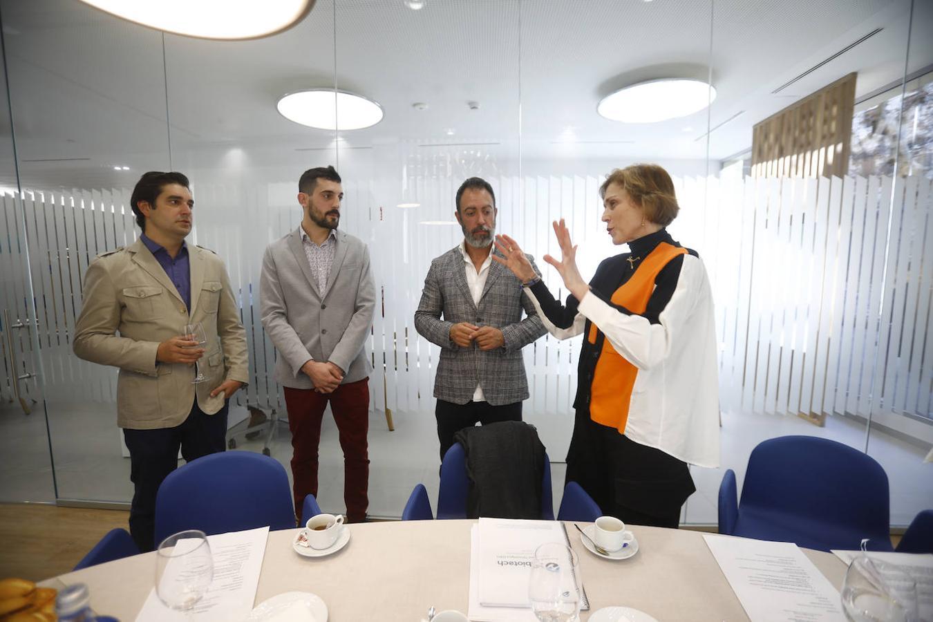 La experta en transformación digital de BBVA y los directivos de las firmas de Córdoba que participaron en el foro - M. A.